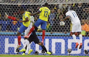 Photo - Ecuador's Enner Valencia (13) scores his side's second goal with a header during the group E World Cup soccer match between Honduras and Ecuador at the Arena da Baixada in Curitiba, Brazil, Friday, June 20, 2014. (AP Photo/Fernando Vergara)