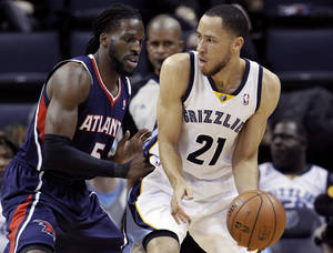 Photo - DeMarre Carroll (5) defends against Memphis Grizzlies' Tayshaun Prince (21) the first half of an NBA basketball game in Memphis, Tenn., Sunday, Jan. 12, 2014. (AP Photo/Danny Johnston)