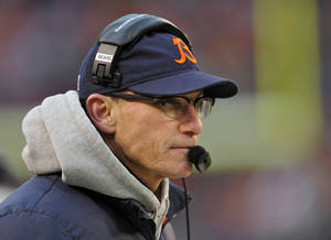 Photo - Chicago Bears head coach Marc Trestman watches from the sidelines in the fourth quarter of an NFL football game against the Cleveland Browns, Sunday, Dec. 15, 2013, in Cleveland. (AP Photo/David Richard)