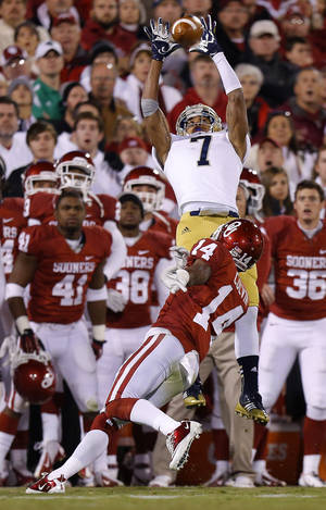 photo - Notre Dame&#039;s TJ Jones (7) catches a pass over OU&#039;s Aaron Colvin (14) during the college football game between the University of Oklahoma Sooners (OU) and the Notre Dame Fighting Irish at Gaylord Family-Oklahoma Memorial Stadium in Norman, Okla., Saturday, Oct. 27, 2012. Oklahoma lost 30-13. Photo by Bryan Terry, The Oklahoman
