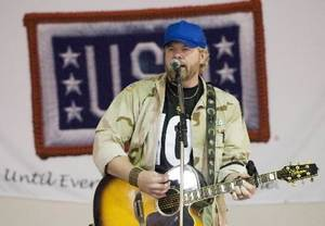 Toby  Keith during the Persian Gulf region to perform for the troops as part of a USO/MNC-I expeditionary/Armed Forces Entertainment tour. 2008 USO / DAVE GATLEY  