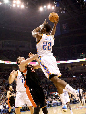 Photo - Oklahoma City's Jeff Green puts up a shot over Toronto's Hedo Turkoglu during the Thunder's 119-99 win Sunday at the Ford Center.  PHOTO BY JOHN CLANTON, THE OKLAHOMAN