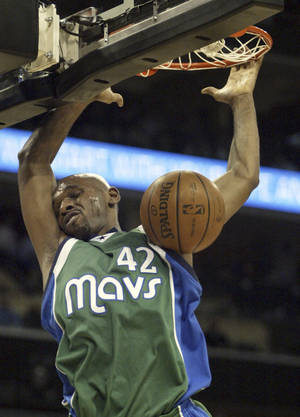 Photo - A potential three-team trade could send Dallas' Jerry Stackhouse to Oklahoma City. Ap photo