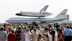 Photo -   Space shuttle Endeavour sits atop NASA's Shuttle Carrier Aircraft, or SCA, Wednesday, Sept. 19, 2012, at Ellington Field in Houston. Endeavour is making a final trek across the country to the California Science Center in Los Angeles, where it will be permanently displayed. (AP Photo/David J. Phillip)
