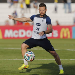 Photo - France's Yohan Cabaye controls the ball during a training session at the Santa Cruz Stadium in Ribeirao Preto, Brazil, Tuesday, June 10, 2014. France will play in group E of the 2014 Soccer World Cup. (AP Photo/David Vincent)