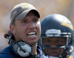Photo - Toledo head coach Matt Campbell talks to his team during the first quarter of an NCAA college football game against Missouri Saturday, Sept. 7, 2013, in Columbia, Mo. (AP Photo/L.G. Patterson)