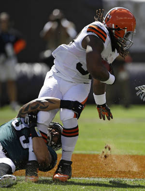 Photo -   Cleveland Browns running back Trent Richardson (33) runs for one yard in the first quarter of an NFL football game against the Philadelphia Eagles, Sunday, Sept. 9, 2012, in Cleveland. (AP Photo/Mark Duncan)