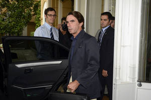 photo -   Former Spanish Premier Jose Maria Aznar arrives for a meeting on World Economy in Cernobbio, Italy, Friday, Sept. 7, 2012. Experts and leaders gathered in Italy to discuss the prolonged crisis in a structurally flawed Europe, political dysfunction pushing America off a 'fiscal cliff' and the emerging economies slowdown drying up the last engine of global growth. (AP Photo/Giuseppe Aresu)