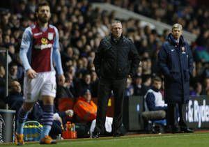 Photo - Aston Villa's manager Paul Lambert, centre watches his team play Arsenal during the English Premier League soccer match between Aston Villa and Arsenal at Villa Park stadium in Birmingham, England, Monday, Jan. 13, 2014. (AP Photo/Kirsty Wigglesworth)