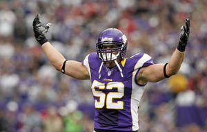 Photo -   Minnesota Vikings outside linebacker Chad Greenway reacts after a tackle during the first half of an NFL football game against the San Francisco 49ers Sunday, Sept. 23, 2012, in Minneapolis. (AP Photo/Genevieve Ross)