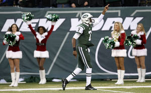 Photo - New York Jets quarterback Geno Smith, center, points after running with the ball against the Oakland Raiders during the second half of an NFL football game, Sunday, Dec. 8, 2013, in East Rutherford, N.J. (AP Photo/Kathy Willens)