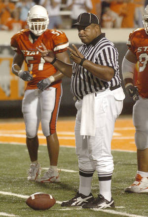 Photo - FOR FUTURE FEATURE:  Umpire Richard Brown.  Oklahoma State University (OSU) vs Arkansas State University (ASU) college football at Boone Pickens Stadium in Stillwater, Okla. September 17, 2005. Paul Hellstern /The Oklahoman.