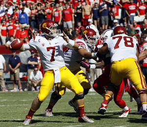 photo -   Southern California starting quarterback Matt Barkley (7) prepares to throw the ball against Arizona during the second half of an NCAA college football game at Arizona Stadium in Tucson, Ariz., Sat., Oct. 27, 2012. (AP Photo/Wily Low)