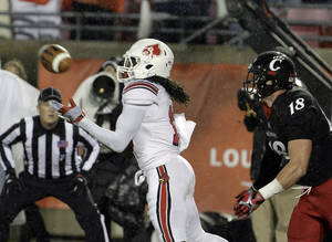photo -   Louisville cornerback Terell Floyd, left, saves a touchdown by intercepting a pass in the end zone in overtime in front of Cincinnati's Travis Kelce (18) in their NCAA college football game in Louisville, Ky., Friday, Oct. 26, 2012. (AP Photo/Garry Jones)