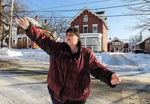 """Photo -  Victoria DeLong of Rutland, Vt., pointing out a house where drug dealing occurs. """"We know what they're doing in there,"""" she said. Cheryl Senter for The New York Times"""