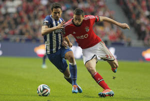 Photo - Porto's Carlos Eduardo, left, vies for the ball with Benfica's Nemanja Matic, right, during the Portuguese league soccer match between Benfica and Porto at Benfica's Luz stadium in Lisbon, Sunday, Jan. 12, 2014. (AP Photo/Francisco Seco)
