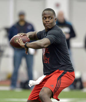 Photo - Louisville quarterback Teddy Bridgewater participates in a passing drill for NFL representatives during pro day at the University of Louisville in Louisville, Ky., Monday, March 17, 2014. (AP Photo/Timothy D. Easley)