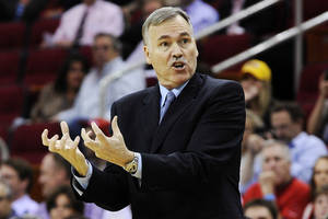 photo - Los Angeles Lakers head coach Mike D'Antoni questions a referee's call in the first half of an NBA basketball game against the Houston Rockets, Tuesday, Dec. 4, 2012, in Houston. (AP Photo/Pat Sullivan) ORG XMIT: HTR106