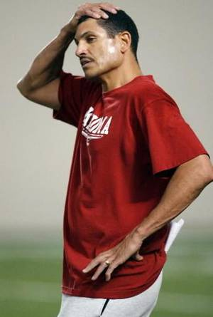 photo - Assistant offensive coordinator  Jay  Norvell works with the team on the first day of spring practice for the University of Oklahoma (OU) football team on Wednesday, March 5, 2008. Norman, Oklahoma. BY STEVE SISNEY, THE OKLAHOMAN