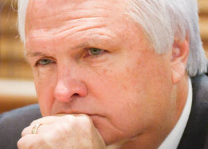 photo -   Senate Speaker Ron Ramsey attends a State Building Commission meeting in Nashville, Tenn., on Thursday, Nov. 15, 2012. The Blountville Republican told reporters afterward that he expects Gov. Bill Haslam to decide to keep the Tennessee's options open about whether to create a state-run health insurance exchange, or to have the federal government operate the marketplace required under the President Barack Obama's health care law. (AP Photo/Erik Schelzig)