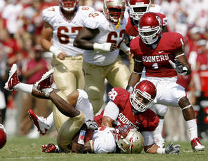 photo - OU's Travis Lewis brings down Greg Reid of Florida State as Tony Jefferson watches  during the first half of the college football game between the University of Oklahoma Sooners (OU) and Florida State University Seminoles (FSU) at the Gaylord Family-Oklahoma Memorial Stadium on Saturday, Sept. 11, 2010, in Norman, Okla.   Photo by Bryan Terry, The Oklahoman