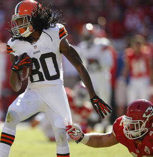 Photo - Cleveland Browns wide receiver Travis Benjamin (80) breaks away from Kansas City Chiefs free safety Bradley McDougald (48) during the second half of an NFL football game in Kansas City, Mo., Sunday, Oct. 27, 2013. (AP Photo/Ed Zurga)
