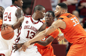 photo - OU guard Willie Warren's NBA Draft stock has plummeted because of the 2009-10 season. PHOTO BY CHRIS LANDSBERGER, THE OKLAHOMAN