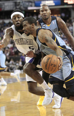 photo - Memphis Grizzlies guard Mike Conley, right, drives against Sacramento Kings forward John Salmons during the first quarter of an NBA basketball game in Sacramento, Calif., Monday, Jan. 7, 2013.(AP Photo/Rich Pedroncelli)