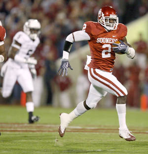 Photo - OU's Brian Jackson returns a fumble for a touchdown during the Big 12 college football game between the University of Oklahoma Sooners and the Texas A&M Aggies at Gaylord Family - Oklahoma Memorial Stadium in Norman, Okla. Photo by Bryan Terry, The Oklahoman