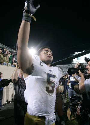Photo -   Notre Dame's Manti Te'o acknowledges fans following a 20-3 win over Michigan State in an NCAA college football game, Saturday, Sept. 15, 2012, in East Lansing, Mich. (AP Photo/Al Goldis)