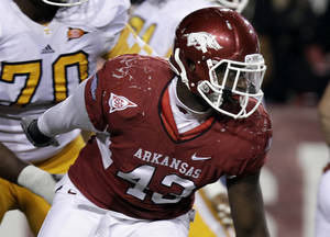 photo -   FILE - In this Nov. 12, 2011, file photo, Arkansas defensive end Tenarius Wright participates in a play during the second half of an NCAA college football game against Tennessee in Fayetteville, Ark. ight never hesitated when asked by Arkansas' coaches to switch from defensive end to linebacker last spring. How well Wright performs at his new position could hold the key to the No. 10 Razorbacks' defense. (AP Photo/Danny Johnston, File)