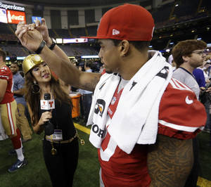 Photo - Telemundo's Mireya Grisales interviews San Francisco 49ers wide receiver Kyle Williams during media day for the NFL Super Bowl XLVII football game Tuesday, Jan. 29, 2013, in New Orleans. (AP Photo/Pat Semansky)