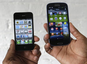 Photo -   The Apple iPhone 4s, left, is displayed next to the Samsung Galaxy S III at a store in San Francisco, Monday, Aug. 27, 2012. Apple Inc. on Monday submitted a list of eight Samsung Electronics Co. products it wants pulled from shelves and banned from the U.S. market. Apple submitted the list after a jury found Samsung copied the iPhone and iPad in creating and marketing the products. (AP Photo/Marcio Jose Sanchez)