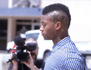 Photo - Oklahoma freshman running back Joe Mixon leaves Cleveland County Courthouse in Norman, Okla., after being arraigned on misdemeanor assault charges Monday, Aug. 18, 2014.  Mixon is accused of knocking a woman unconscious with a punch and breaking several bones in her face.  (AP Photo/The Norman Transcript, Jay Chilton)