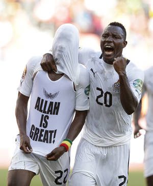 photo - Ghana's Kwadwo Asamoah, right, and Mubarak Wakaso celebrate after Wakaso scored against Mali in their African Cup of Nations Group B soccer match, at Nelson Mandela Bay Stadium in Port Elizabeth, South Africa, Thursday, Jan. 24, 2013. (AP Photo/Rebecca Blackwell)