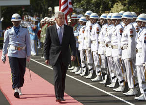 Photo - U.S. Defense Secretary Chuck Hagel, center, inspects a guard of honor during a welcome ceremony prior to a meeting with Indonesian Defense Minister Purnomo Yusgiantoro in Jakarta, Indonesia, Monday, Aug. 26, 2013. (AP Photo/Dita Alangkara)