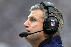 Photo -   Tennessee Titans head coach Mike Munchak looks on during the first half of an NFL football game against the Minnesota Vikings, Sunday, Oct. 7, 2012, in Minneapolis. (AP Photo/Jim Mone)