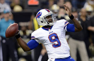 Photo - Buffalo Bills quarterback Thad Lewis (9) passes during the first half of an NFL football game against the New Orleans Saints in New Orleans, Sunday, Oct. 27, 2013. (AP Photo/Bill Feig)