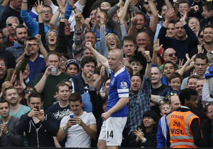Photo - Everton's Steven Naismith celebrates his second goal against Fulham during their English Premier League soccer match at Craven Cottage, London, Sunday, March 30, 2014. (AP Photo/Sang Tan)