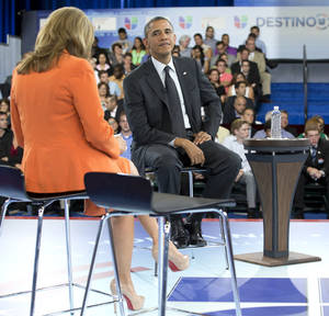 Photo -   President Barack Obama participates in a town hall hosted by Univision and Univision news anchor Maria Elena Salinas, left, at the University of Miami, Thursday, Sept. 20, 2012, in Coral Gables, Fla. (AP Photo/Carolyn Kaster)