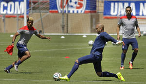 Photo - United States goalie Tim Howard, second from right,  works out with teammates during training in preparation for the World Cup soccer tournament on Thursday, May 22, 2014, in Stanford, Calif. (AP Photo/Ben Margot)