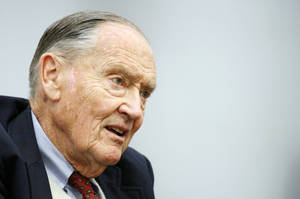 "photo -   FILE- In this Tuesday, May 20, 2008, file photo, John Bogle, founder of The Vanguard Group, talks during an interview with The Associated Press in New York. John C. ""Jack"" Bogle is 83 and outspoken. Over the years, the Vanguard Group founder has frequently criticized the mutual fund industry that he helped nurture. Before retirement, Bogle challenged the industry status quo in the 1970s when Vanguard introduced the first low-cost index funds.(AP Photo/Mark Lennihan, File)"