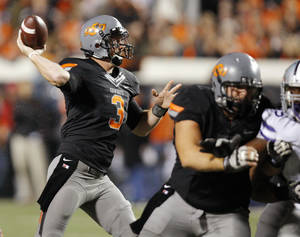 Photo - Oklahoma State's Brandon Weeden (3) passes the ball during a college football game between the Oklahoma State University Cowboys (OSU) and the Kansas State University Wildcats (KSU) at Boone Pickens Stadium in Stillwater, Okla., Saturday, Nov. 5, 2011.  Photo by Nate Billings, The Oklahoman
