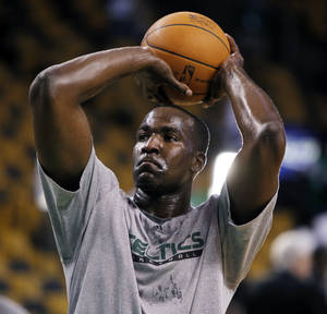 Photo - Kendrick Perkins will miss 2-3 weeks with a knee injury he suffered in his last game with Boston. PHOTO BY JIM DAVIS, The Boston Globe