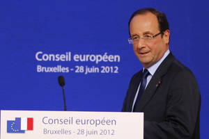 Photo -   French President Francois Hollande arrives for a press conference at an EU Summit in Brussels, Friday, June 29, 2012. (AP Photo/Michel Euler)