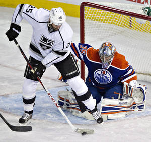 photo - Los Angeles Kings' Dustin Penner (25) deflects the puck as Edmonton Oilers goalie Nikolai Khabibulin (35) makes the save during the first period of their NHL hockey game, Tuesday, Feb. 19, 2013, in Edmonton, Alberta. (AP Photo/The Canadian Press, Jason Franson)