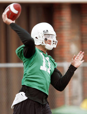 photo - Veterans like quarterback Zac Robinson don't see extended action during spring scrimmages.  PHOTO BY NATE BILLINGS, THE OKLAHOMAN