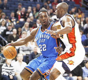 photo - Thunder forward Jeff Green drives the ball against Golden State's Anthony Tolliver during Oklahoma City's 120-117 loss on Sunday night. AP PHOTO