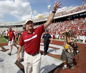 Photo - Oklahoma's Bob Stoops celebrates after the Red River Rivalry college football game between the University of Oklahoma Sooners (OU) and the University of Texas Longhorns (UT) at the Cotton Bowl in Dallas, Saturday, Oct. 8, 2011.  Oklahoma won 55-17. Photo by Bryan Terry, The Oklahoman