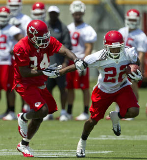 Photo -   Kansas City Chiefs running back Dexter McCluster (22) breaks away from defensive back Travis Daniels (34) during NFL football practice in Kansas City, Mo., Tuesday, June 12, 2012. (AP Photo/Orlin Wagner)